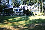 International real estates and rentals: Canadian Island Retreat